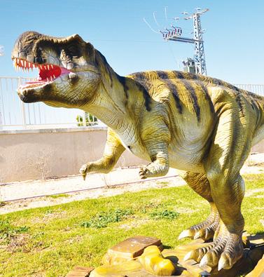 הדינוזאורים משתלטים על מוריה סנטר!